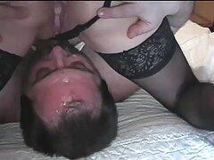 Chica asiática delante de peliculas porno mexicanas la cámara.