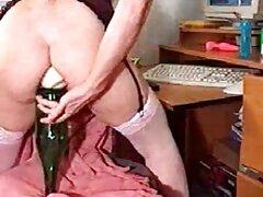 Sucio aficionado británico jugando en videos porno de colegialas mexicanas la boca.