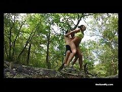 Un tipo fuerte le hace cosquillas en los pies videos mexicanas xxx y el cuerpo cuando está atado.