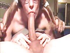 Travesti Dani Peterson juega videos porno famosas mexicanas con ella delante de la máquina